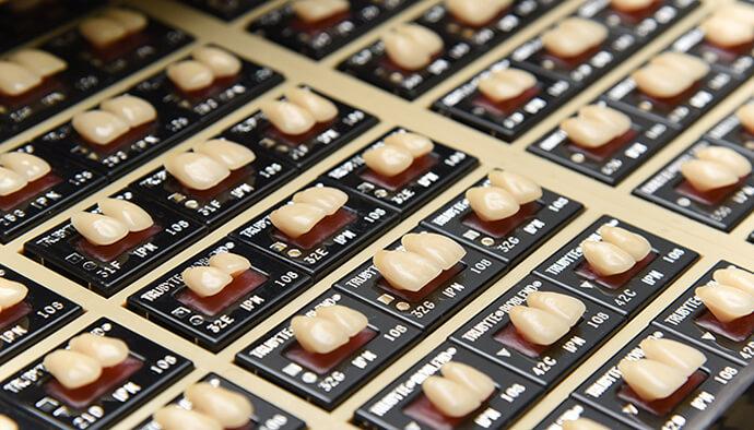 歯をデザインすることで「自然な美しさ」を表現します